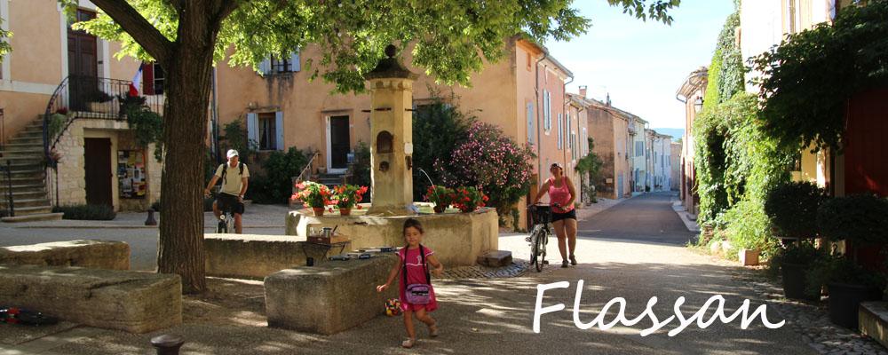 Flassan village fontaine au pied du Mont Ventoux