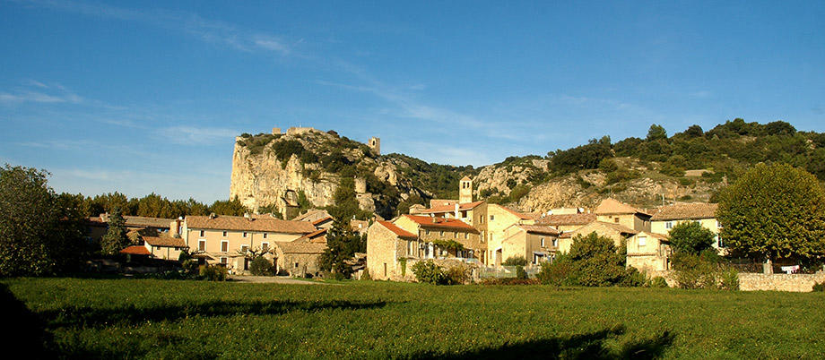 Mornas, medieval village in Provence with a stunning fortress